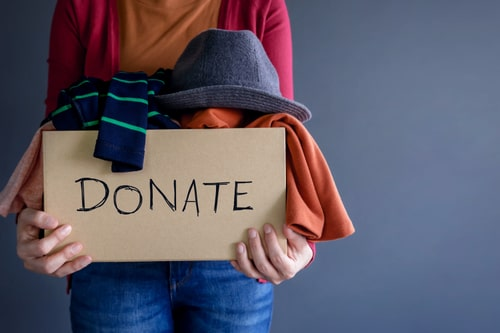 4 Ways to Help Others for